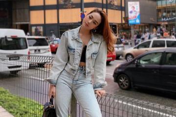 Học Minh Hằng cách diện quần jeans đẹp cá tính khi đi du lịch