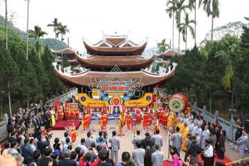Trẩy hội chùa Hương vãn cảnh non tiên cõi Phật