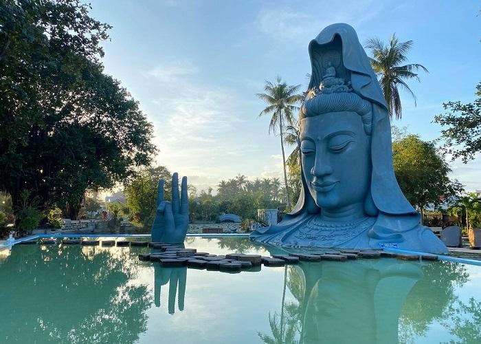 Chùa Thanh Lương Phú Yên - Độc đáo 'hồ vô cực' với tượng Phật bà dưới nước