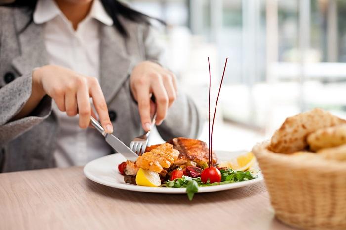 6 kinh nghiệm ăn uống khi đi du lịch không phải ai cũng biết - 2