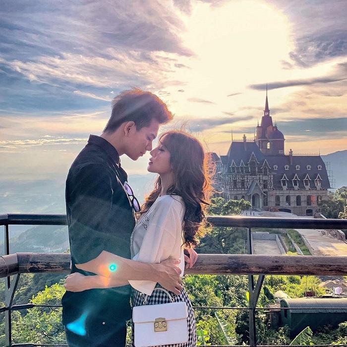 Muôn kiểu chụp hình đẹp dành cho cặp đôi đam mê du lịch