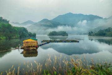 Vẻ đẹp đầm Ao Châu Phú Thọ - 'Hạ Long' thu nhỏ giữa vùng đất tổ