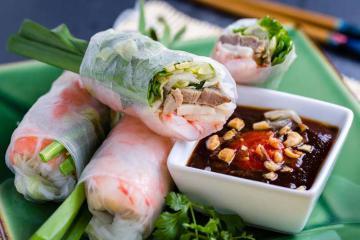 Hương vị hấp dẫn trong các món cuốn nổi tiếng ở ba miền Bắc - Trung - Nam