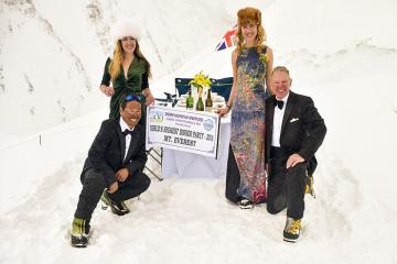 Bữa tiệc trên đỉnh Everest do đầu bếp sao Michelin thực hiện lập kỷ lục Guinness