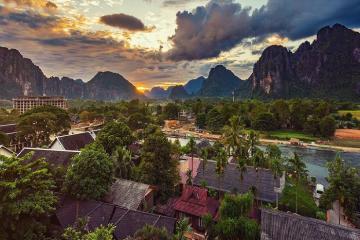 Khám phá thị trấn Vang Vieng đẹp tựa tranh vẽ, được ví như 'Maldives xứ Lào'