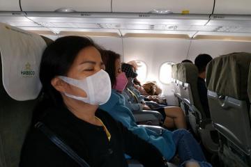 Sốc: Bàn ăn trên máy bay còn bẩn hơn toilet