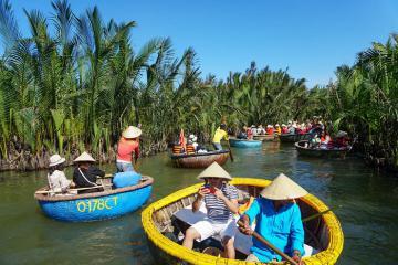 Mặc nỗi lo dịch Covid-19, rừng dừa Bảy Mẫu ở Hội An vẫn đón lượng lớn khách du lịch