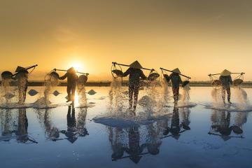 Ruộng muối Hòn Khói Nha Trang đẹp 'khó tin' qua ống kính của các du khách
