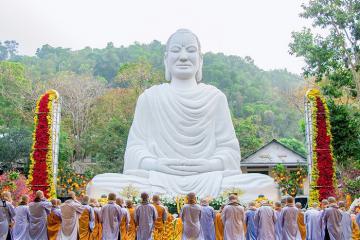 Đi lễ chùa đầu năm ở Thiền Tôn Phật Quang Vũng Tàu - nơi có tượng Phật Thích Ca siêu khổng lồ