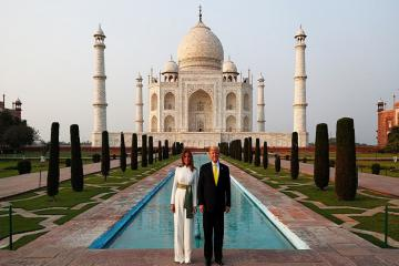 Tổng thống Mỹ Donald Trump ghé thăm đền Taj Mahal Ấn Độ trong ánh hoàng hôn