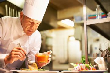 Thời dịch corona: Nhà hàng, khách sạn vắng bóng, đầu bếp livestream hướng dẫn khách nấu theo thực đơn
