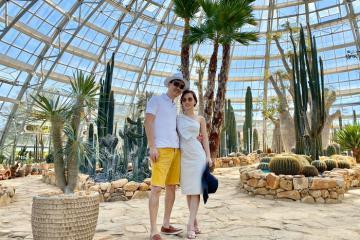Nắm tay người thương check in Vườn Thế Giới ở Nha Trang dịp lễ tình yêu