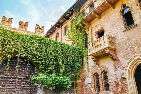 Hóa thân thành Romeo và Juliet tại thành phố tình yêu Verona, Ý dịp Valentine 2020