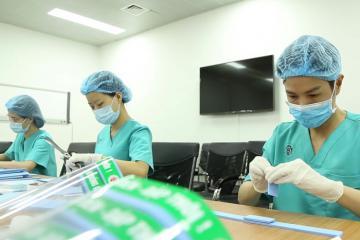 Bệnh viện TW Quân đội 108 tự thiết kế mũ chống giọt bắn phòng Covid_19