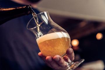Tân cổ giao duyên trong cốc bia nghìn tuổi