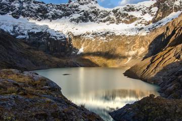 Kỳ nghỉ trên đường xích đạo ở Quito Ecuador là một nửa cánh cửa đến thiên đường
