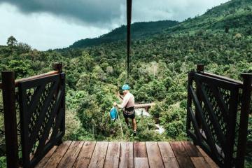 Đến Shinta Mani Wild trải nghiệm trượt xuyên rừng nhiệt đới Campuchia