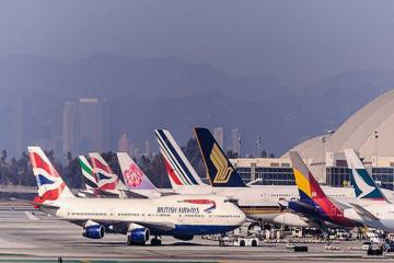 Bãi đỗ máy bay thời dịch - bài toán khó với các hãng hàng không