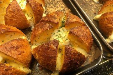 Có gì trong bánh mì bơ tỏi Hàn Quốc đang gây sốt điên đảo?