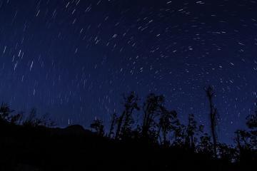 Chiêm ngưỡng bầu trời đêm đầy mê hoặc trên các đỉnh núi ở Việt Nam