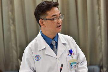 Bác sĩ Chợ Rẫy chữa khỏi bệnh nhân thứ 19: Súc họng đúng cách để phòng ngừa Covid-19