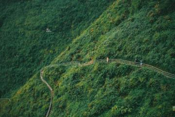 Đèo Mã Pì Lèng ở Hà Giang - cung đường đi bộ nguy hiểm nhất Việt Nam