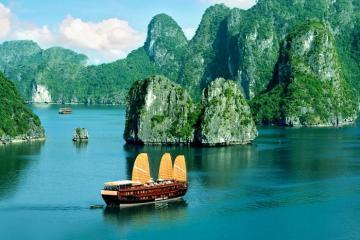Quảng Ninh tiếp tục ngừng đón khách tham quan vịnh Hạ Long đến ngày 15/4