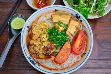 Căng bụng với những hàng bún riêu ngon nhất ở Hà Nội