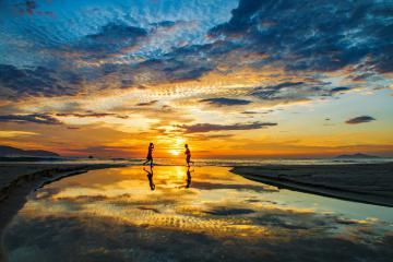 Đón bình minh cùng người dân chài trên biển Hồ Tràm