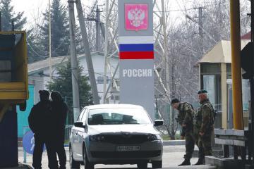 Nga phong tỏa biên giới, đóng cửa hàng loạt vì dịch Covid-19
