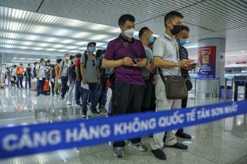 Từ 25/3, dừng đưa người Việt từ nước ngoài về Tân Sơn Nhất trong 1 tuần