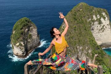 Không thể rời mắt trước bộ ảnh tập yoga khi đi du lịch của cô gái 9x xinh đẹp