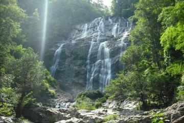 Chiêm ngưỡng thác Chaport, 'tuyệt tình cốc' hoang sơ và độc đáo của Ninh Thuận