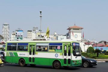 Phòng dịch Covid-19: TP.HCM tạm ngưng hàng loạt tuyến xe buýt, giảm 50% xe khách