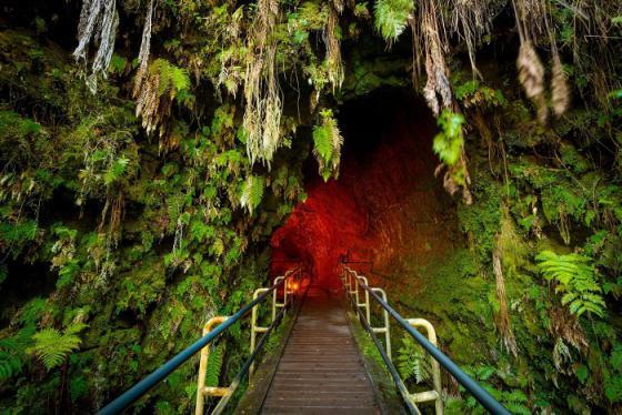 Du lịch mạo hiểm ở Hawaii: vượt hàng rào đá đồ sộ, khám phá tâm núi lửa, chinh phục bức tường sóng