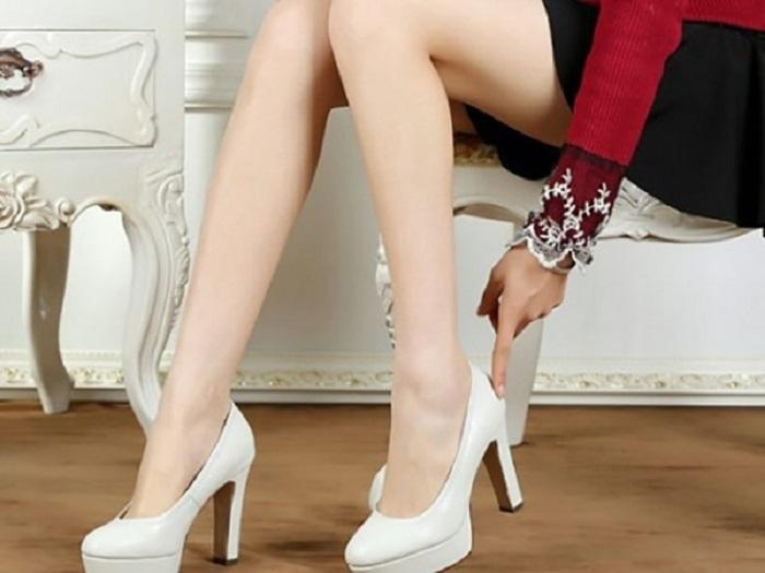 cách đi giày cao gót không đau chân