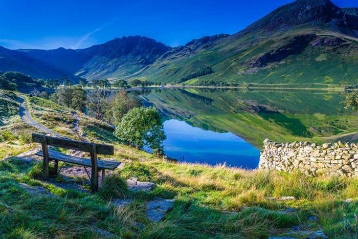 9 hồ nước đẹp nhất thế giới