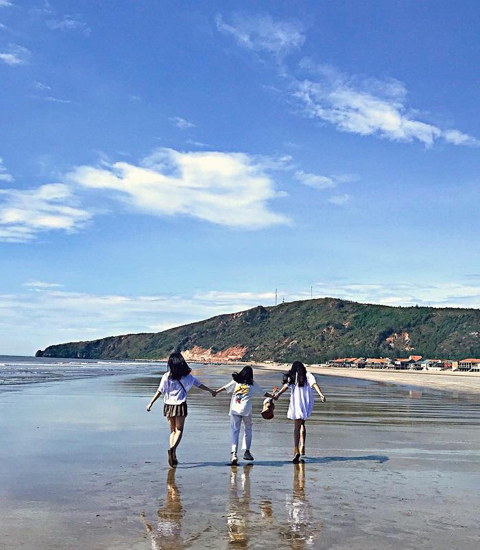 Về biển Quỳnh Nghệ An ngắm bình minh đẹp 'lụi tim' mỗi sớm ban mai
