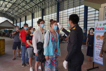 Số ca nhiễm Covid-19 bùng phát, Thái Lan cấm nhập cảnh đến 15/4