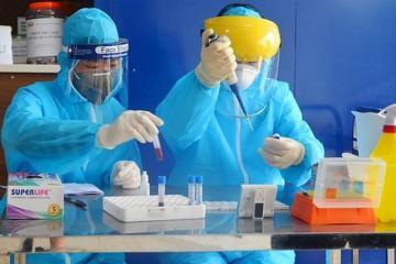Hà Nội dựng thêm trạm test nhanh Covid-19, khẩn cấp truy soát lịch trình bệnh nhân thuộc Công ty Trường Sinh