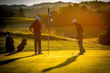 Những cách đơn giản để giữ an toàn trên sân golf mùa Covid-19