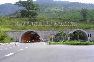 Phòng lây lan Covid-19: Hầm đường bộ Hải Vân tạm ngưng dịch vụ trung chuyển