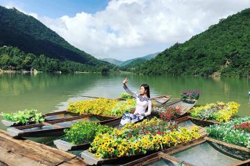 Đâu chỉ có biển, Nha Trang còn có Hồ Kênh Hạ xanh mướt, êm đềm
