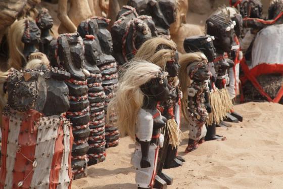 Rùng rợn khu chợ bùa ngải lớn nhất thế giới Akodessewa Fetish Tây Phi