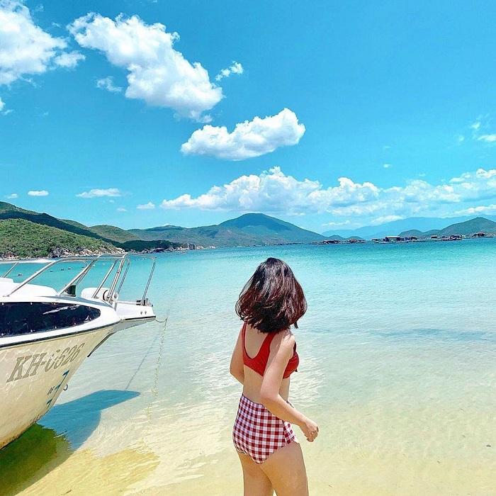 bãi biển hoang sơ ở miền Trung