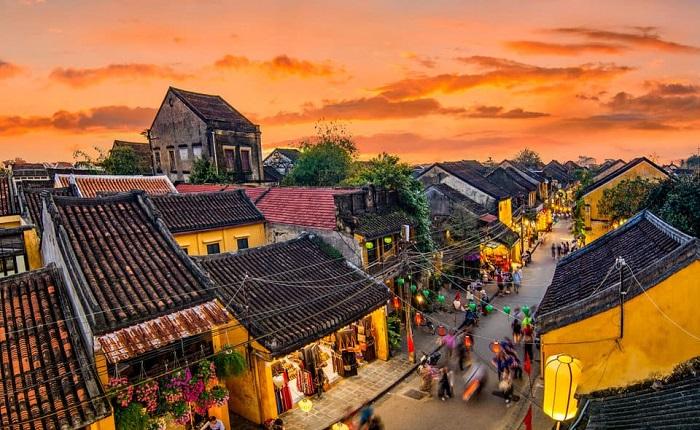 Phố cổ Hội An, một địa danh của Việt Nam là một trong các thị trấn bình yên nhất thế giới