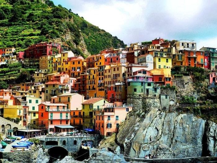Thị trấn đầy màu sắc Manarola đầy màu sắc cũng góp mặt trong danh sách các thị trấn bình yên nhất thế giới