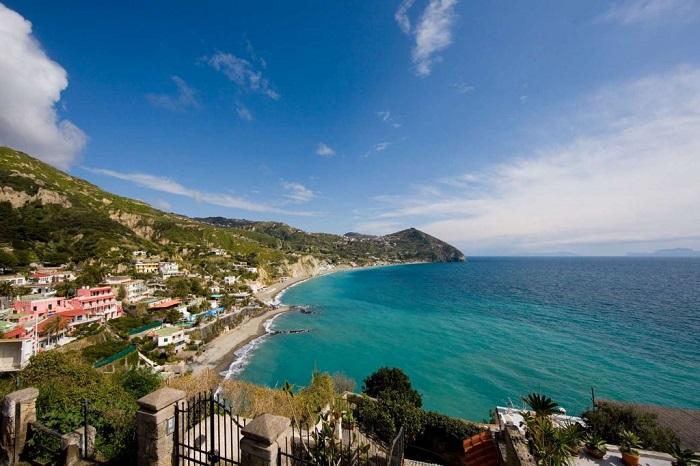 'Mỹ nhân' bí ẩn nước Ý: Những hòn đảo đẹp có thể khiến cả hoàng đế lưu vong cũng quên sầu