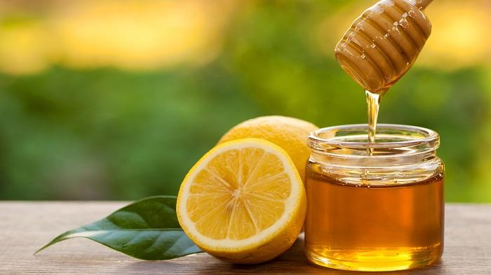 Dùng mật ong - Cách chữa đầy bụng khi ăn hải sản