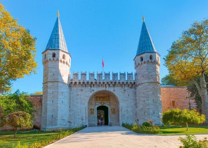 Top 7 cung điện hoàng gia sẽ đưa bạn về với giấc mơ cổ tích